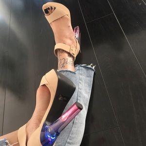 Shoes - 👀 CLEARANCE Transparent Sophistication Heels